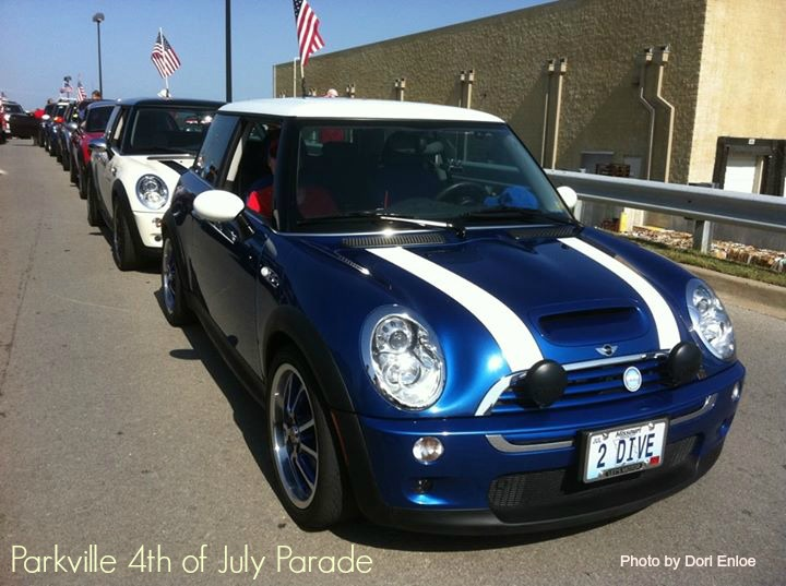 kc-minis-parkville-4th-of-july-parade